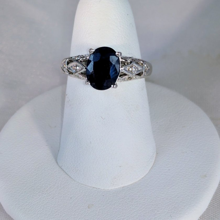 Sapphire Oval Cut with Detailed Band