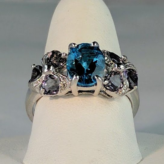 Blue Topaz Surrounded by Six Amethyst