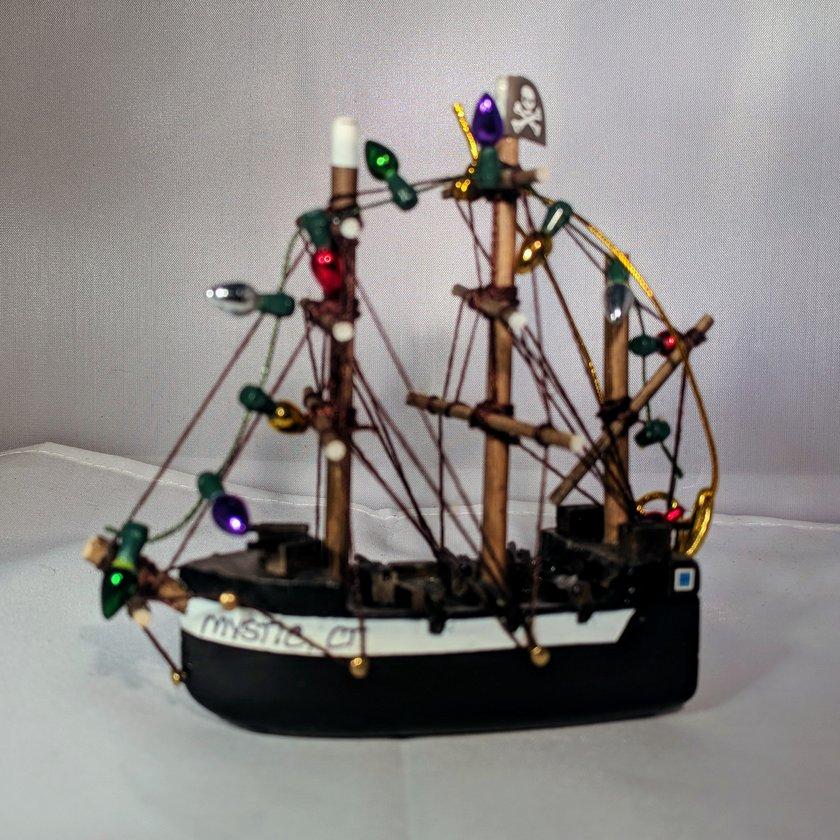 Pirate Ship with Bulbs